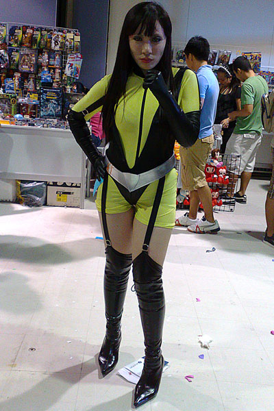 Chai Chen cosplays Silk Spectre from Watchmen